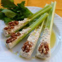 Coste di sedano con salsa di tofu