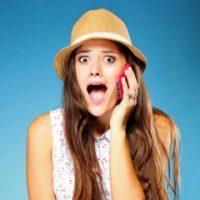 adolescente parla cellulare