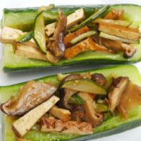 Zucchine ripiene con tofu marinato - Biolcalenda di giugno 2018