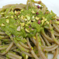 Spaghetti ai piselli e pistacchi - Biolcalenda di Settembre 2018
