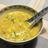 Zuppa indonesiana di mais e uova
