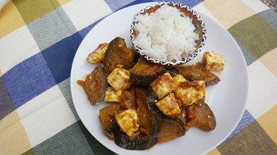 Curry di melanzane e paneer