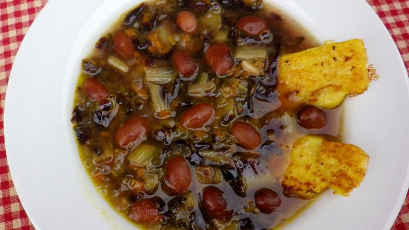 Zuppa di fagioli e radicchio