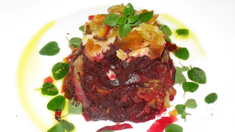 Crumble salato di rape rosse e cipolle
