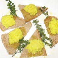 Patè aromatizzato su crostini