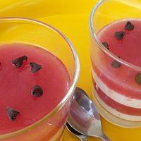 Bicchieri anguria e yogurt