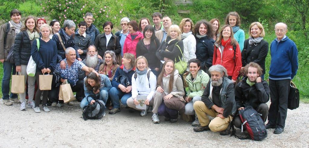 """Il gruppo dei partecipanti al corso di """"Raccoglitore in ambito erboristico"""" in visita all'azienda Remedia a Sarsina"""