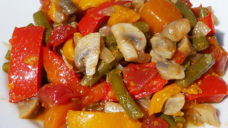 Stufato di verdure all'ungherese - cucina regionale dell'Ungheria secondi piatti e ricette Biolcalenda maggio 2017