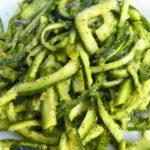 Zucchine con pesto di mandorle all'origano fresco - Biolcalenda Giugno2019